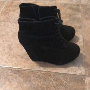 Super cute black suede heels